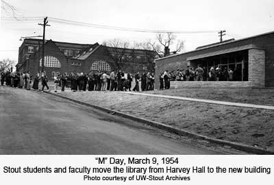 Stout Students and faculty move the library from Harvey Hall to new building